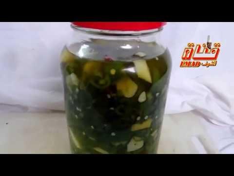 مخلل الفلفل الحار بالزيت والثوم والليمون يقدم لكم مطبخ الذوق الرفيع طريقة عمل مخلل الفلفل الحار بالزيت والثوم والليمون الشيف عماد ابو Food Cucumber Pickles