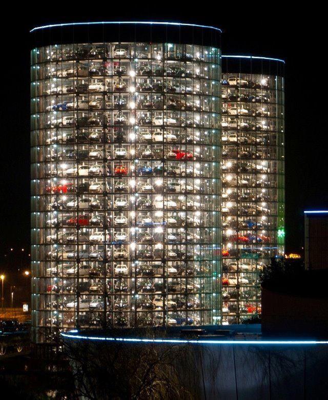 好酷的停車場 該不會是電影mi4出現的那個吧 現代建築 建築 駐車場