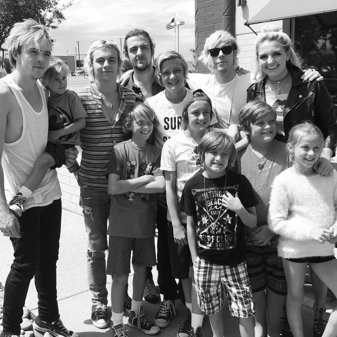 R5 with mini R5 and Ryland with little one on the hip is just too much for me to handle! Love it