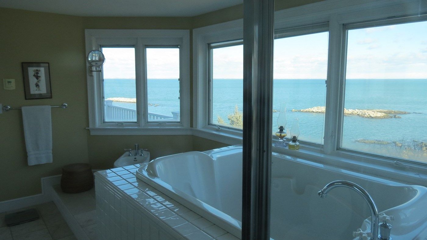 Master bath with jacuzzi tub, shower, and bidet. Hull, MA vacation ...
