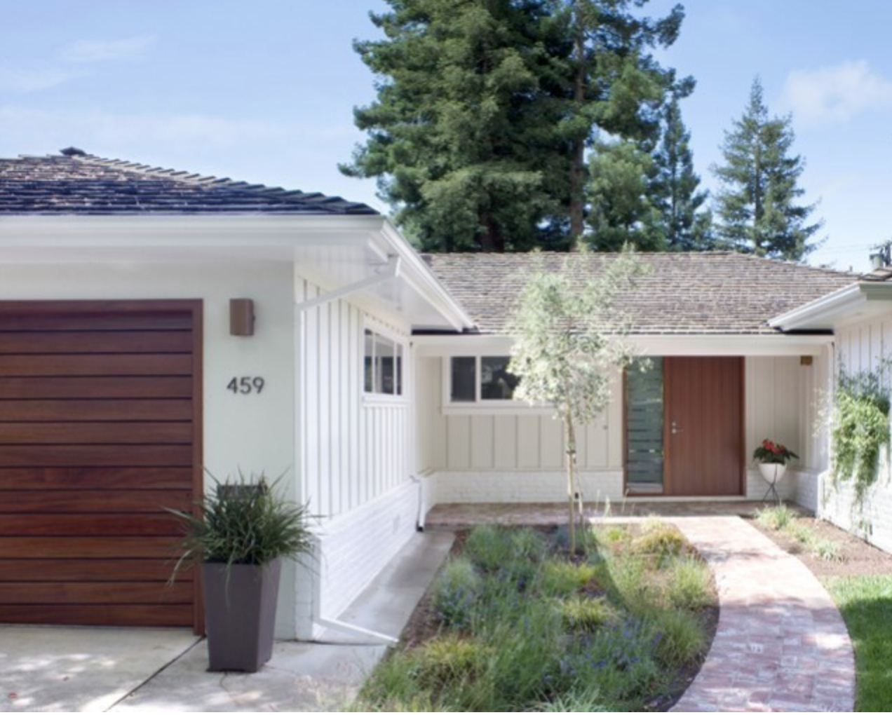 10 Stunning Home Exteriors with Board and Batten Siding #boardandbattensiding