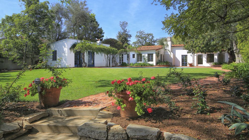 Brentwood House Where Marilyn Monroe Died Is For Sale For 6 9m Marilyn Monroe House Marilyn Monroe Celebrity Houses