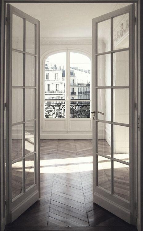 Herringbone Wood Floors French Doors Whitewashed Walls European Flat Apa Huisstijl Huisdesign Parijs Appartement