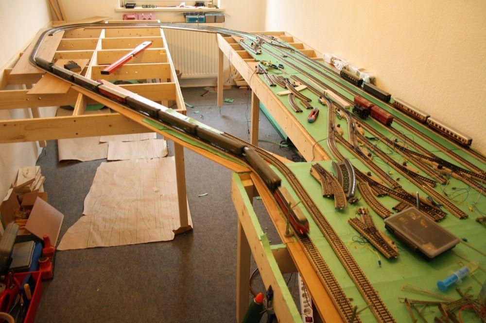 ModellbahnAnlagenbau mit Märklin Model railroader and