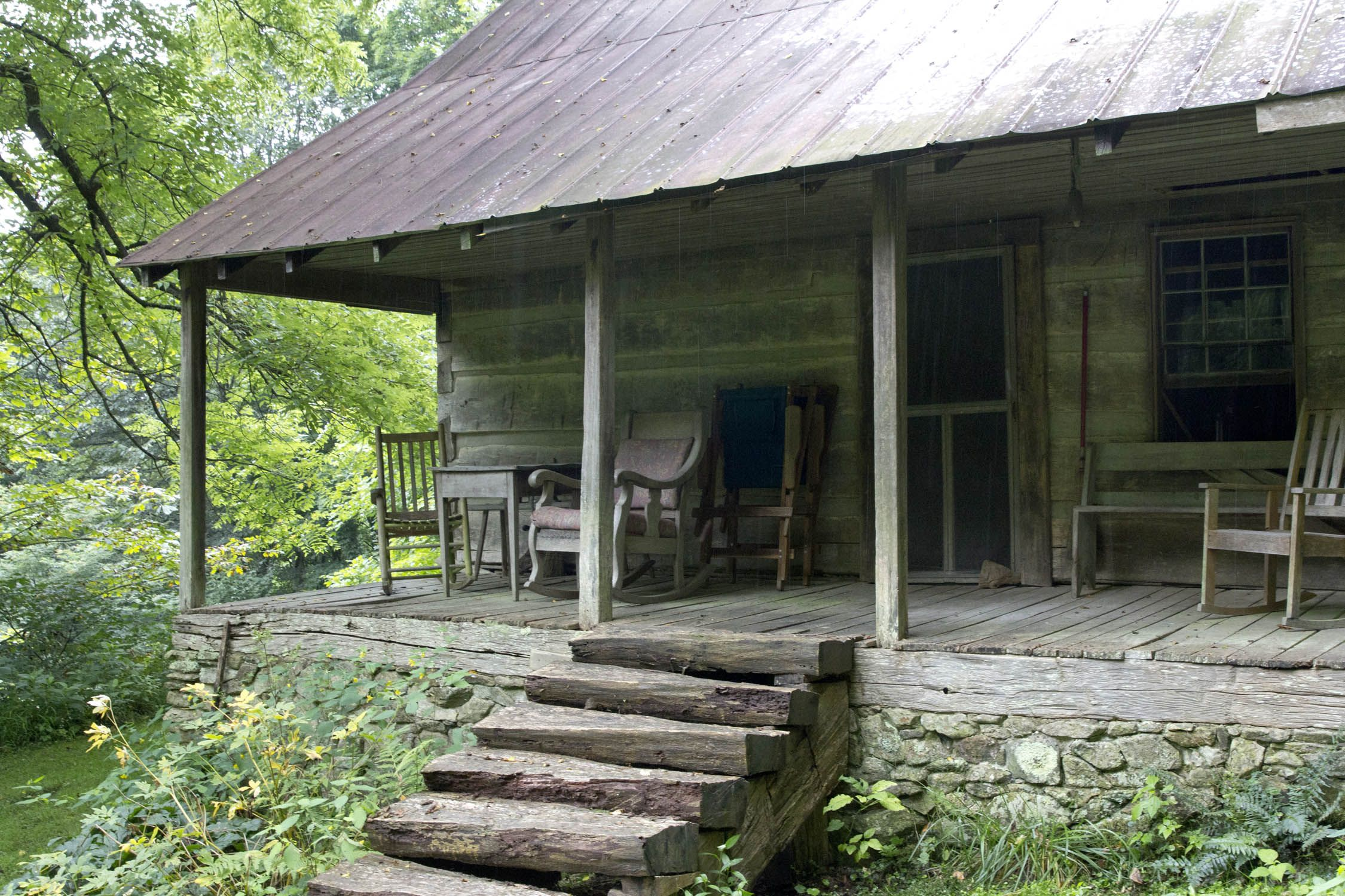 Appalachian mountain cabin porches and patios for Appalachian mountain cabins