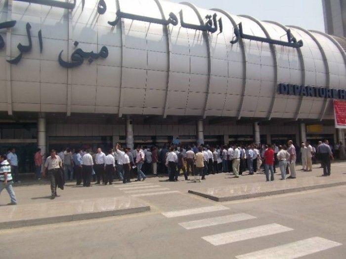مطار القاهرة منع دخول سوريين من بيروت وعمان لحملهم جوازات سفر مزورة - http://www.mepanorama.com/360681/%d9%85%d8%b7%d8%a7%d8%b1-%d8%a7%d9%84%d9%82%d8%a7%d9%87%d8%b1%d8%a9-%d9%85%d9%86%d8%b9-%d8%af%d8%ae%d9%88%d9%84-%d8%b3%d9%88%d8%b1%d9%8a%d9%8a%d9%86-%d9%85%d9%86-%d8%a8%d9%8a%d8%b1%d9%88%d8%aa-%d9%88/