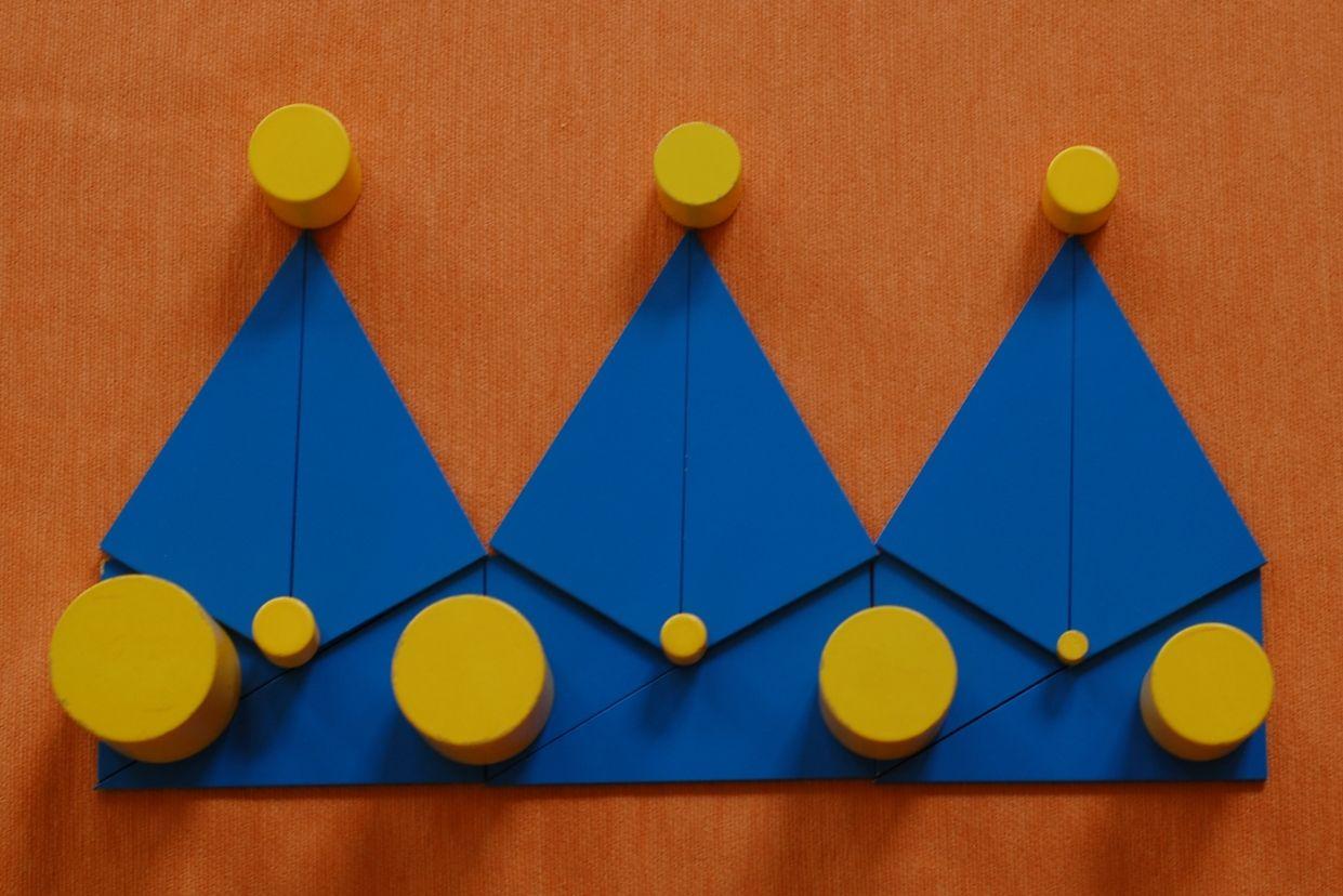 koningsdag met constructieve driehoeken bekijk de les op montessorinet geometrie. Black Bedroom Furniture Sets. Home Design Ideas