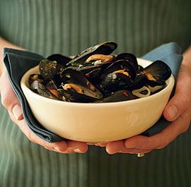 Steamed Mussels with Wine, Garlic & Parsley #finecooking