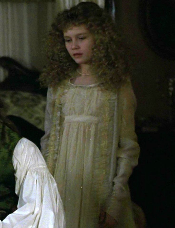 Claudia Interview With The Vampire Costume Claudia S Gorgeous Nightdress In Interview With Th Interview With The Vampire Vampire Girls The Vampire Chronicles