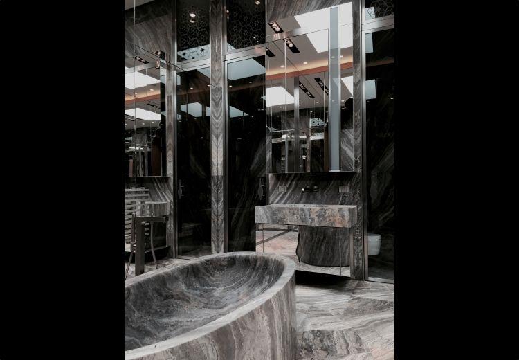 Une salle de bain glamour et la mode par thierry lemaire - Astuce deco salle de bain ...