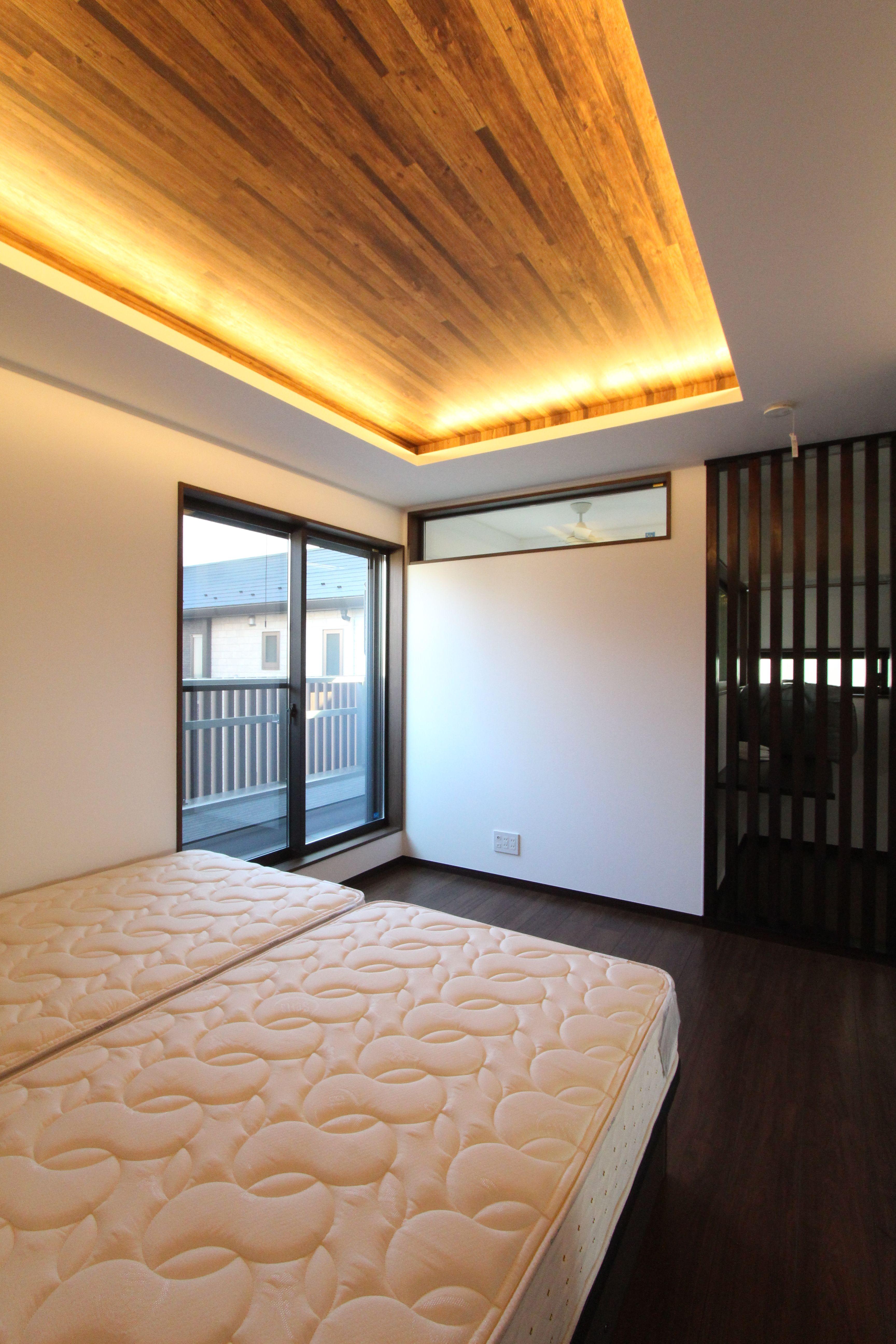 ベッドルーム 折り上げ天井 間接照明 格子 和室 モダン 照明 デザイン 和室 モダン 寝室
