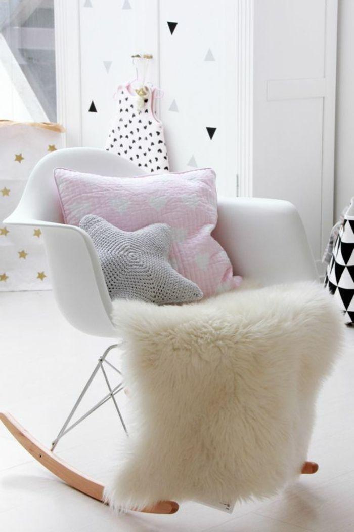 Dekoration Babyzimmer Ideen Zum Dekorieren Des Zimmers Vom Baby Mädchen  Pelzteppich Kissen Rosa Grau