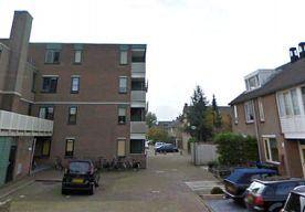 28-Jul-2014 9:27 - KINDEREN, 6 EN 8 JAAR, STEKEN HUIS IN DORDRECHT IN BRAND. Twee kinderen uit Dordrecht, van 6 en 8 jaar, hebben zaterdagmiddag een voordeur van een huis aan de Holwardastraat in lichterlaaie gezet. De...