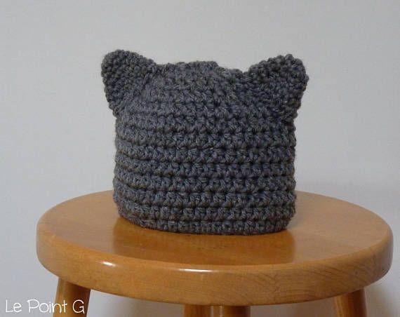 7c8e87f5ada44 Bonnet gris à oreilles de chat pour bébé et enfant en taille 0 à 3 mois Une  belle idée cadeau pour un nouveau né! Cappello recchie di gatto  all'uncinetto ...
