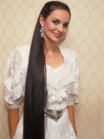 Crystal Gayle Babe Musicians In 2020 Long Hair Styles Very Long Hair Country Music Singers
