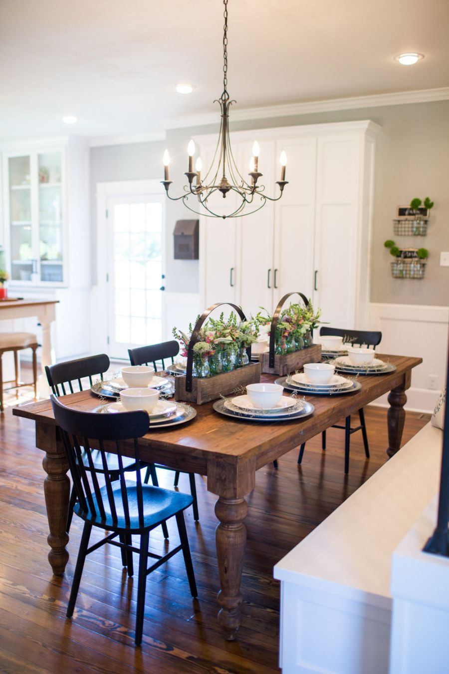 Love The Tableblack Chairs N Bench But Really Like Center Mason Jars With Flowers Fixer Upper Season Kitchen Design By Joanna Gaines Is Perfect