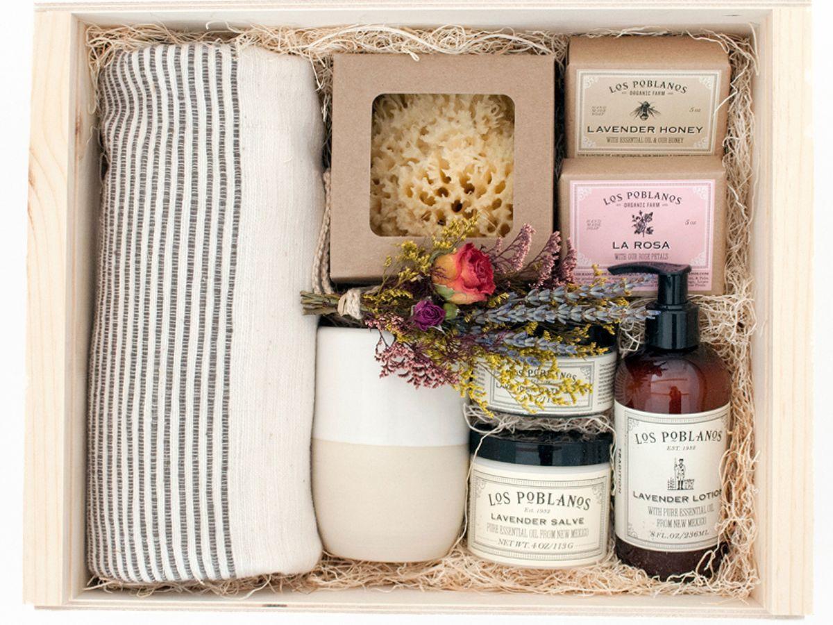 Custom Care Package Gift Box Diy Diy Gift Ideas Gift Baskets
