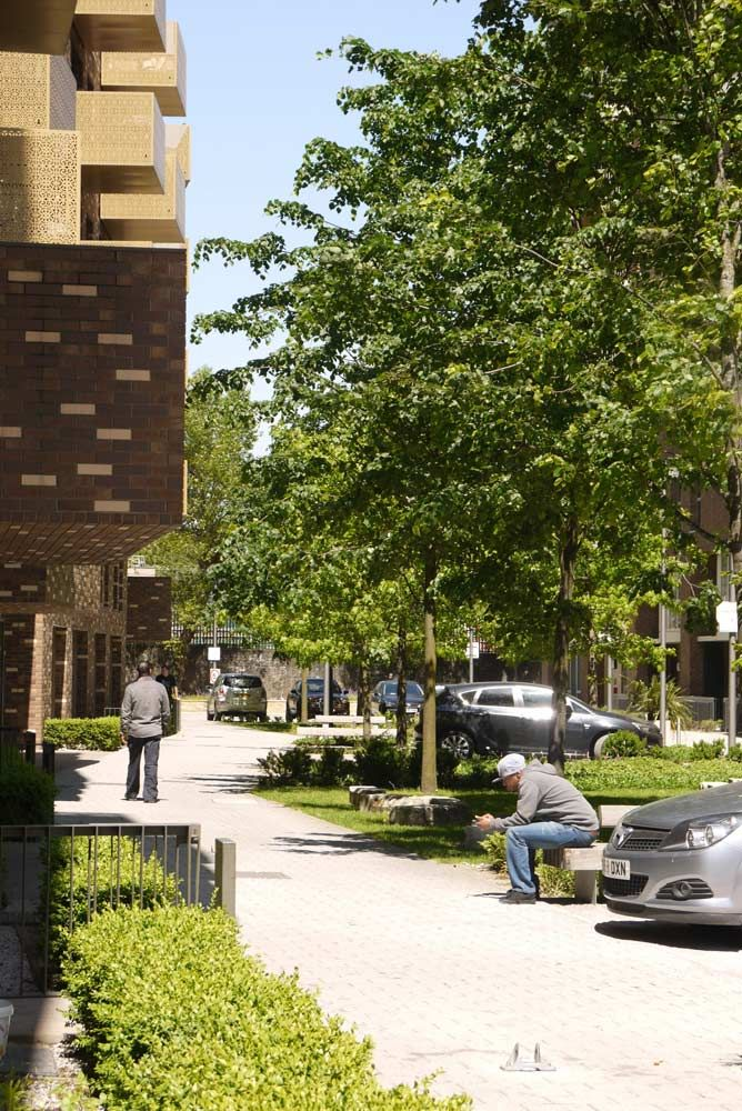 14-people-green-street-copyright-townshend-landscape-architects
