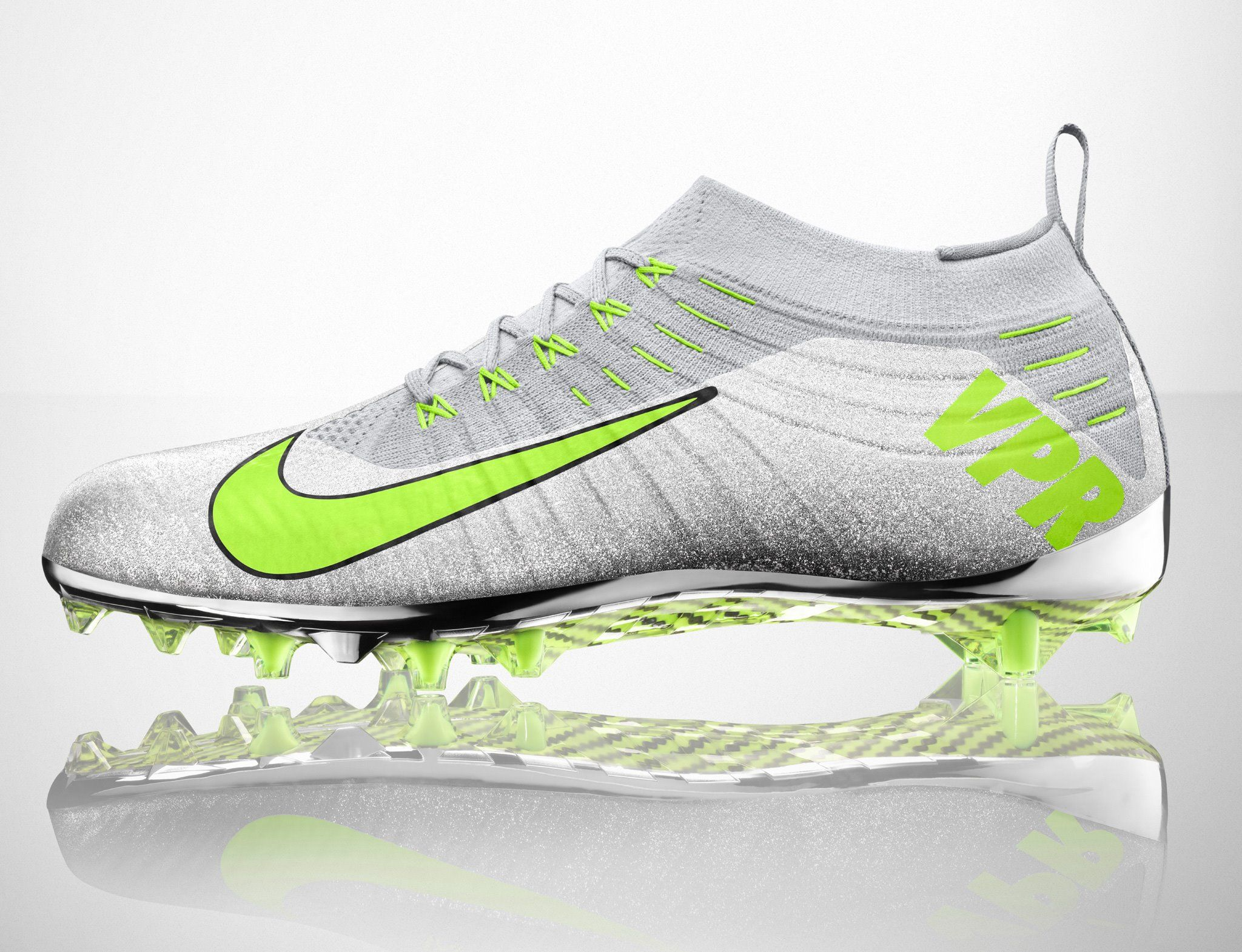 NIKE Ultimate Vapor Football cleat