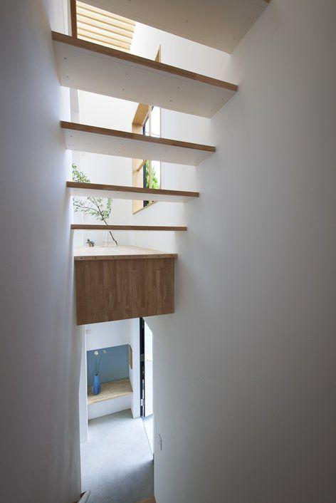 House in Futakoshinchi, Kanagawa, 2010 - Tato Architects  #stairs #interiors #white #japan #architecture #pure #minimal