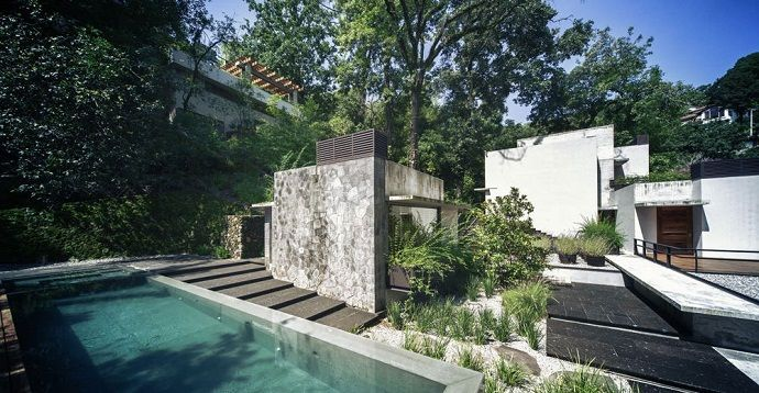 MZ House with a Green Paradise Outside by CHK arquitectura