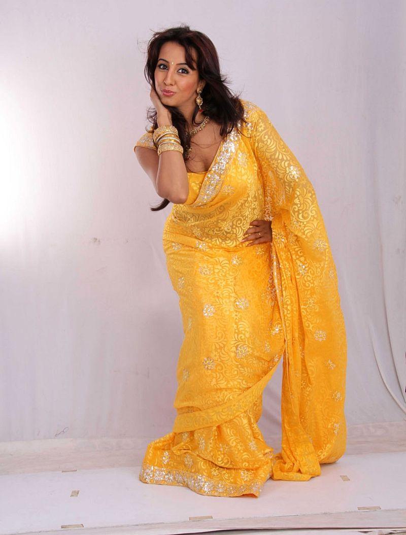 HQ Pics n Galleries !!: Ravneet Kaur Latest Photos in