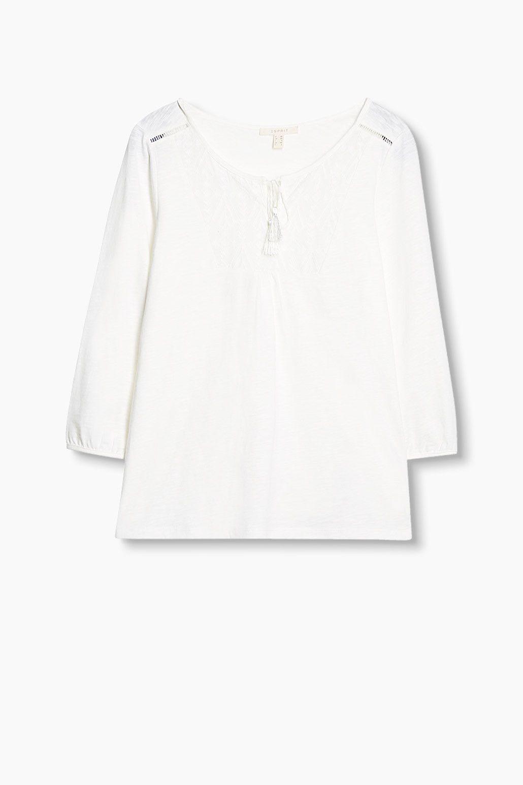 Grösseninfo:  -Bei Gr. S (kann je Gr. leicht variieren): -Rückenlänge ca. 60 cm   Details:  -Dieses Shirt aus Flammé-Jersey besticht durch eine bestickte Stoffpasse und dekorative Bindebänder mit Troddeln am Ausschnitt.  -Der Schnitt ist locker und bequem umspielend.  -Die Dreiviertelärmel besitzen Abschlussbündchen.  -Die erstklassige Baumwollqualität bietet optimalen Tragekomfort.