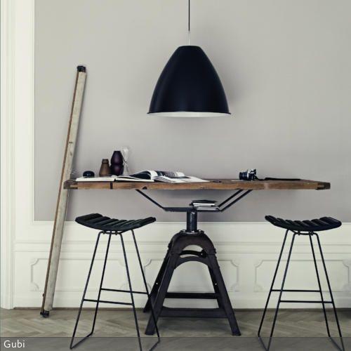 Eine Menge Leute teilen die Auffassung, moderne Möbel mit minimalistischen Formen seien unbequem. Dabei täuscht die Optik häufig: Die drahtigen Barhocker sind…
