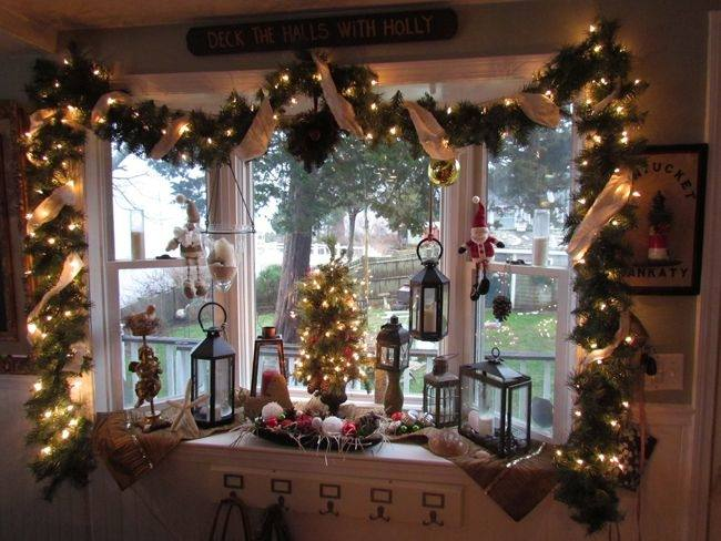 Ideas For Decorating A Bay Window For Christmas Christmas Window Decorations Christmas Garland Christmas Decorations Garland