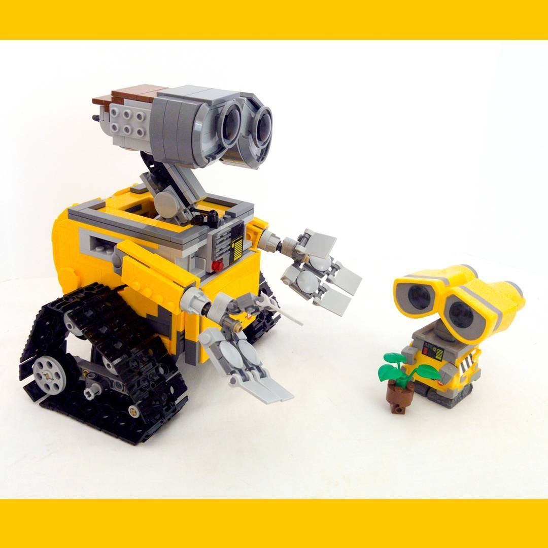 Last one of vinyl Wall-E and poor #LEGO Wall-E