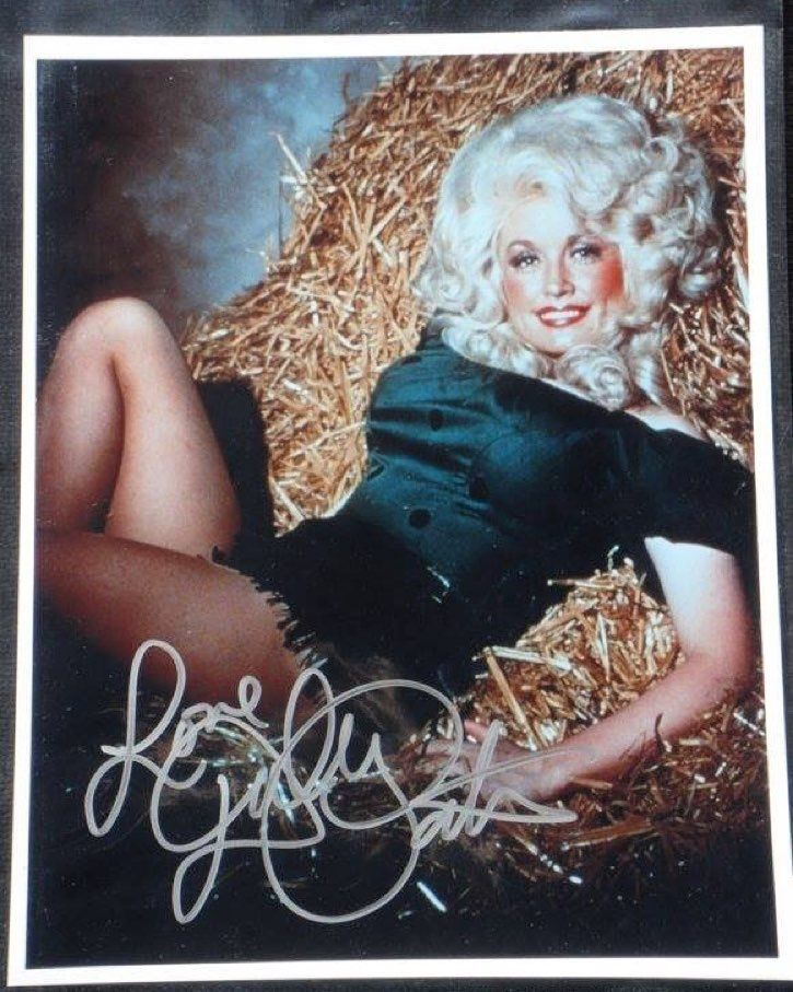 Dolly World #VinylRanch  www.vinylranch.com  #countrymusic #country #texas #texasforever #tx #nashville #music #love #fashion #denim #cowboy #cowgirl #fashionblogger #urbancowboy #rodeo #redneck #dollywood #beauty #dollyparton #style #dolly #honkytonkangel #70s #hippie #disco #eastnashville #musiccity by vinylranch