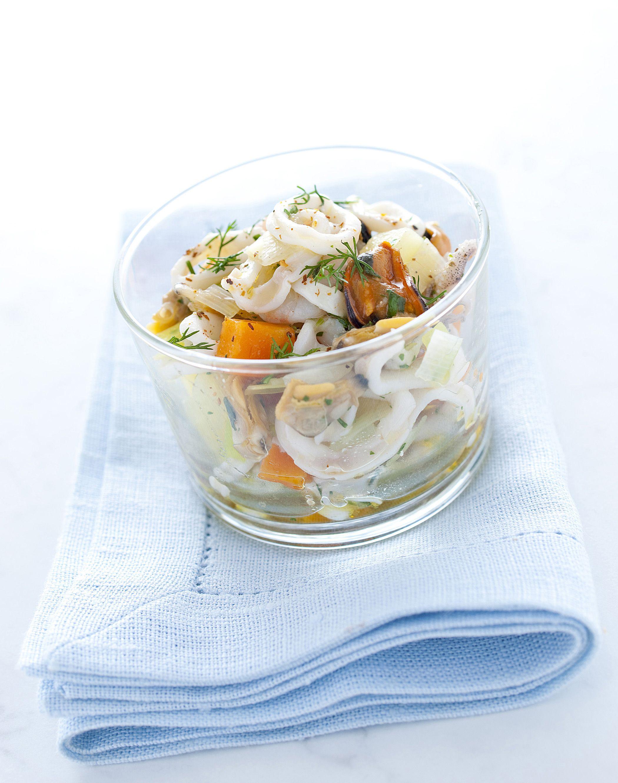 Scopri come realizzare una gustosa e semplice insalata di mare, perfetta come antipasto. Leggi la ricetta di Sale&Pepe.