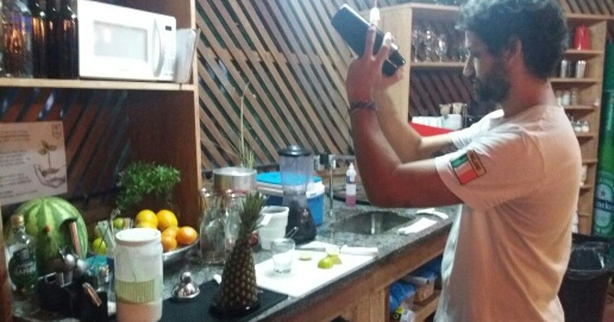 g1: Argentino deixa rotina de jornalista para trabalhar como garçom https://t.co/9MdnEkd7JZ #G1 https://t.co/DA91nrMNME