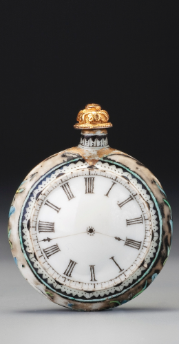 AN ENAMELLED PORCELAIN 'POCKET-WATCH' SNUFF BOTTLE<br>QING DYNASTY, QIANLONG / JIAQING PERIOD | lot | Sotheby's