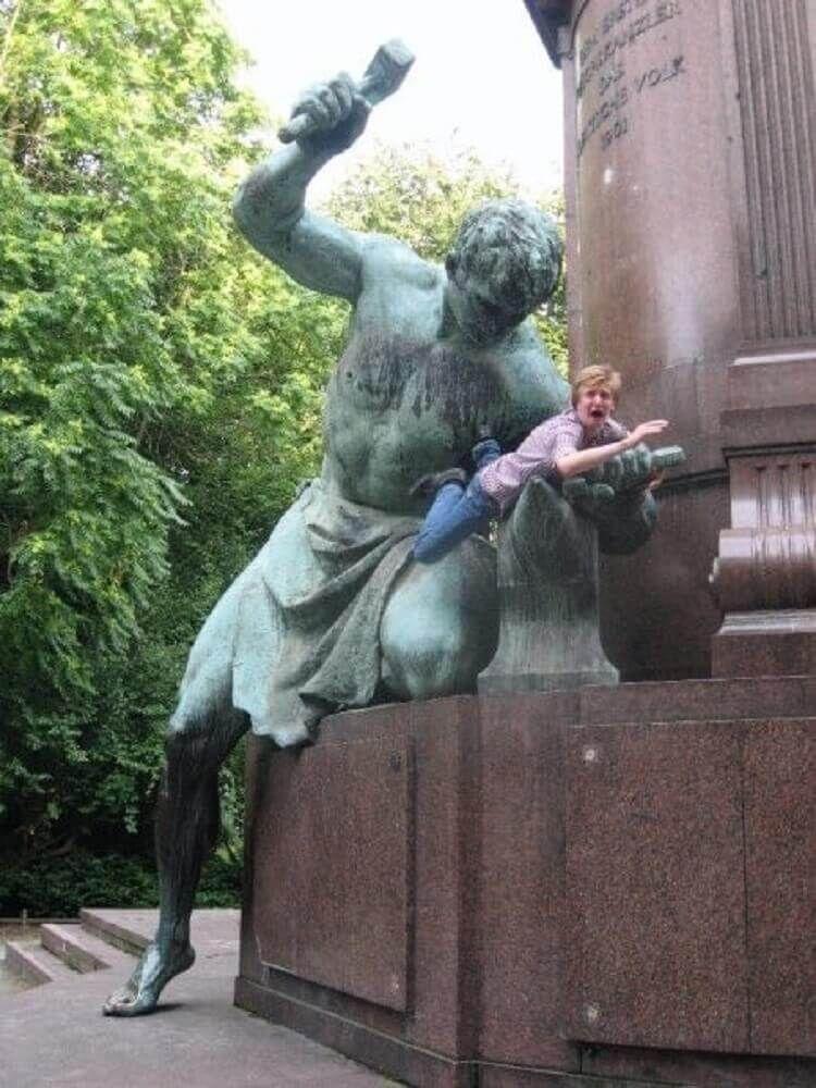 Прикольные картинки статуи, открытки днем рождения