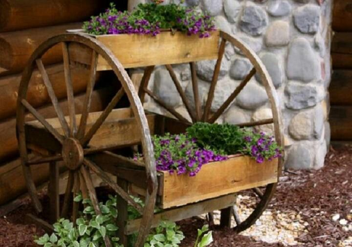 Love This Idea Old Wagon Wheel Planter Box Upcycle Recycle
