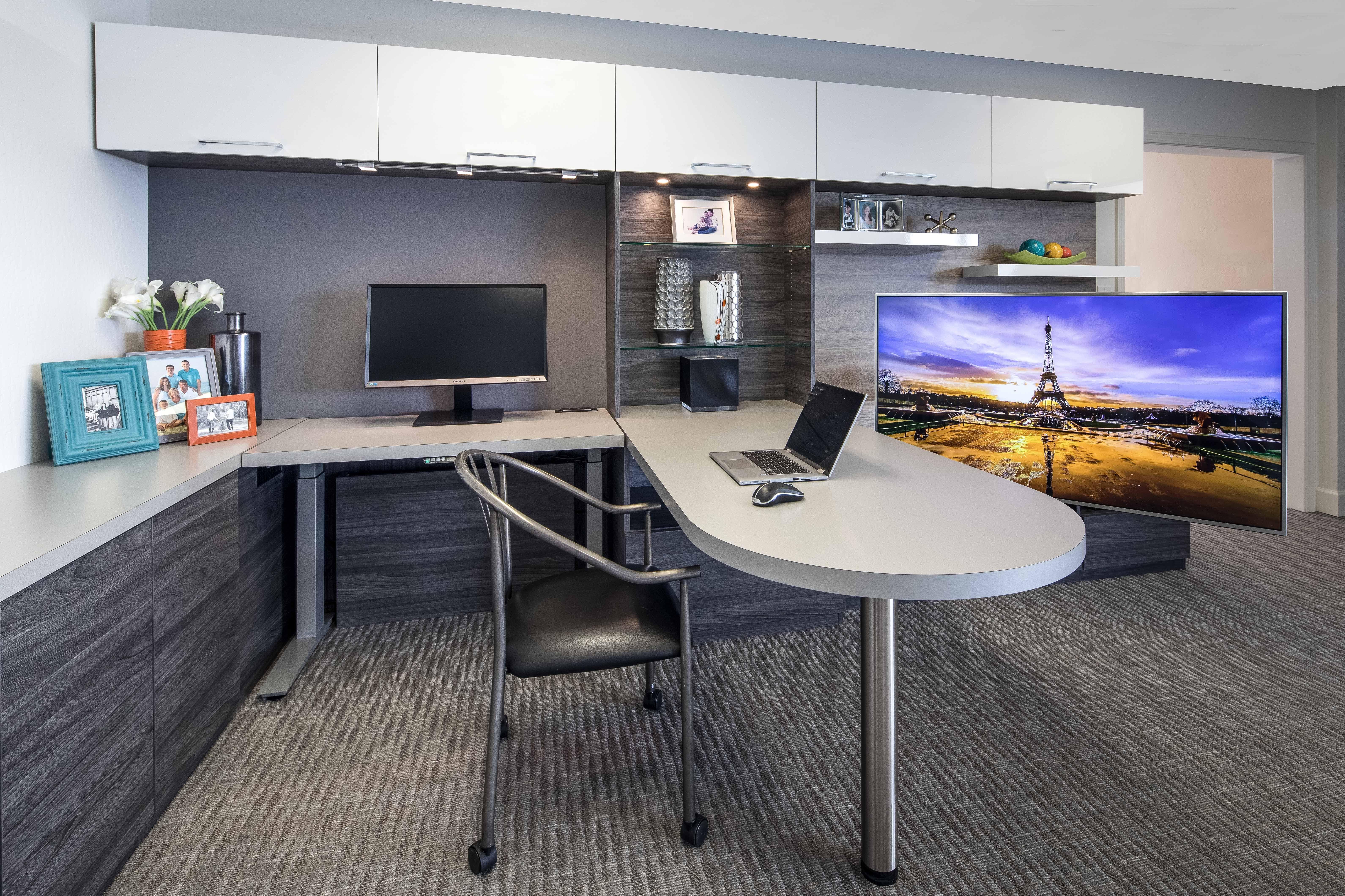 Apple Park In Cupertino Inspires A Sleek Modern High Tech Home