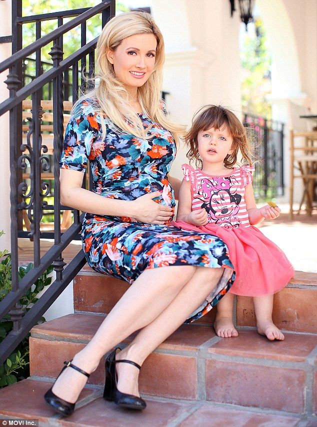 Holly Madison shows baby bump for photo shoot with daughter Rainbow