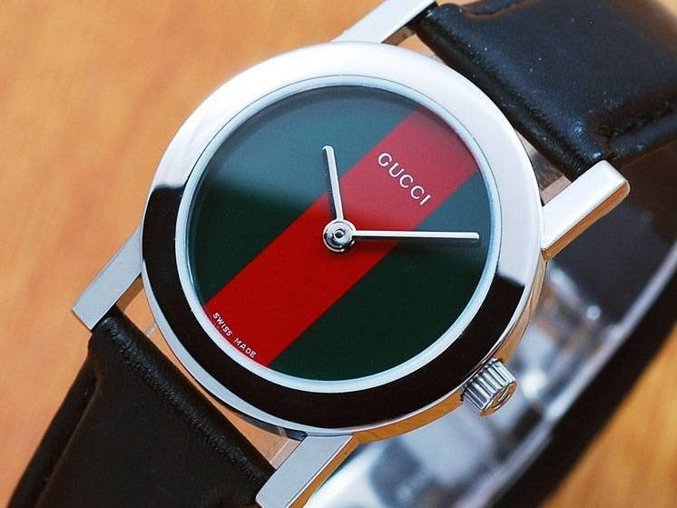 3325e820205 Gucci Watch (Women s Pre-owned Stainless Steel Silver Dial Classic Green    Red Face Designer Wristwatch)