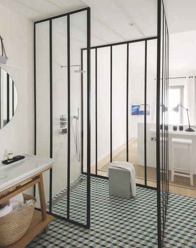 salle de bains douche charme et parquet
