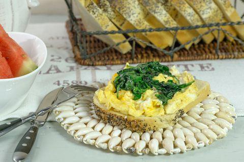 Aamiaiseksi: Pinaatti-munakokkeli aamiaisherkku