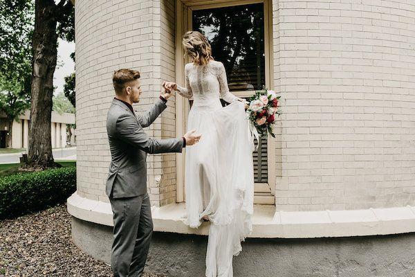 Intimate Spokane Courthouse Wedding