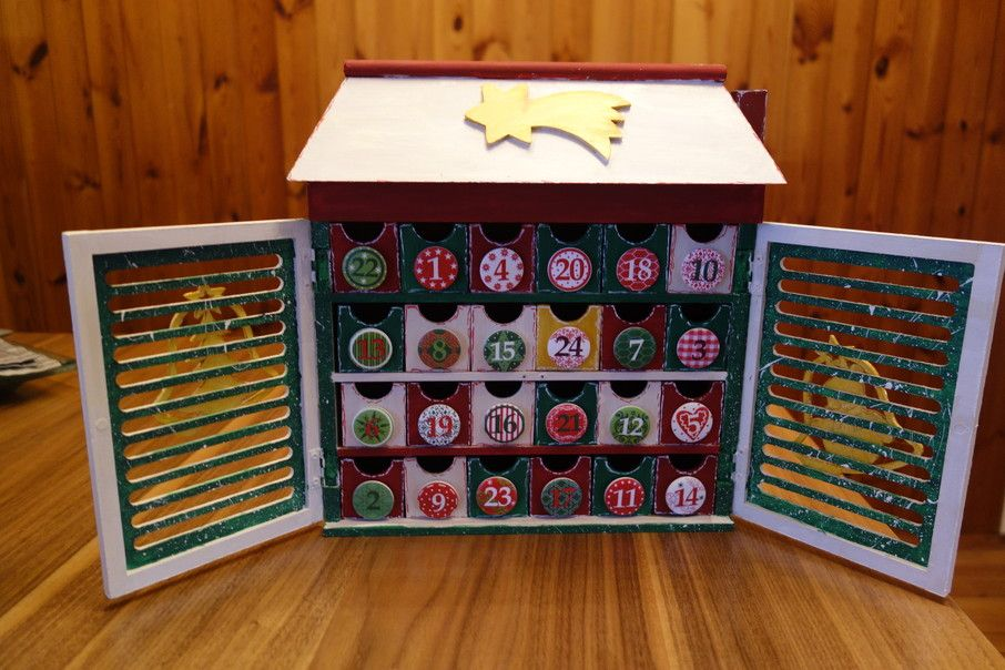 Adventkalender aus Holz So sieht er geöffnet aus