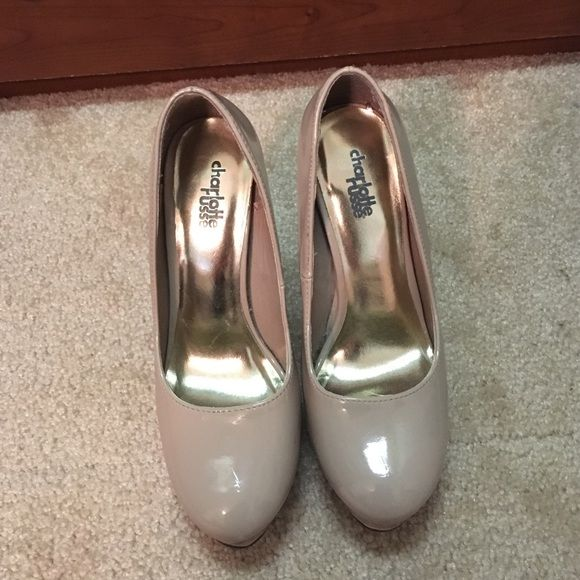 Charlotte Russe platform heel Nude Charlotte Russe platform heels in a size 6! Barely worn and in excellent condition! Charlotte Russe Shoes Heels