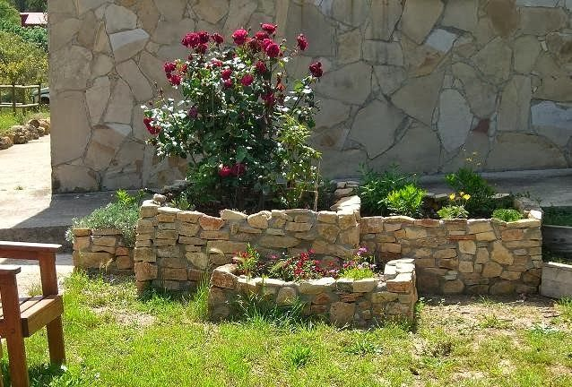 23 Jardineras pequenas con piedras