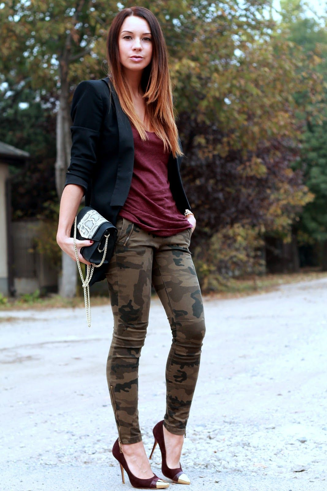 304ee6a1ea89 Cashmere in Style   Oxblood  amp  Camo Camo Leggings Outfit