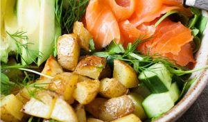 Kartoffel Lachs Power-Bowl mit Avocado - Kochkarussell.com
