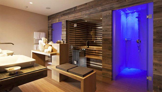 Wellness badkamer met sauna en Turks stoombad | Badkamer Fotospecial ...
