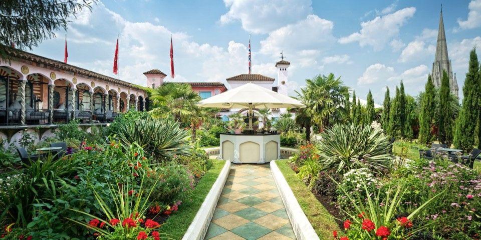 Le Roof Garden Est Un Jardin Suspendu De 6 000 Metres Carres
