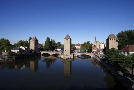 strasbourg Les puissantes tours carrées des ponts couverts ont longtemps protégé la ville